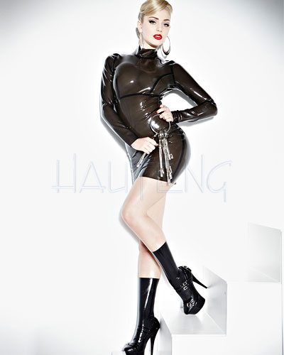 Minikleid aus geklebtem smokey-transparentem Latex